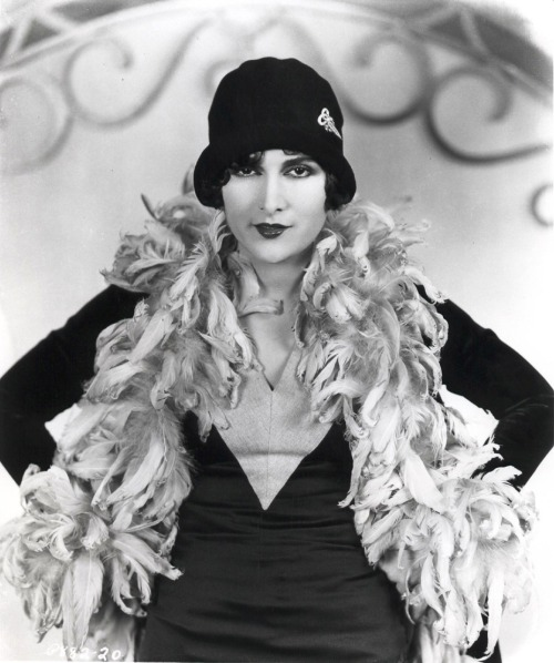 Billie Dove in day wear with a feather boa - one of the few feather boas of the 1920s that looks anything like the modern costume concept of what this 20s article of clothing looked like.