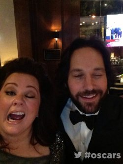 the-absolute-funniest-posts:  digg: Melissa McCarthy and Paul Rudd are having a good time. My lovely followers, please follow this blog immediately!