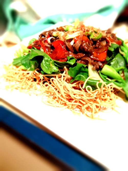 Because we love to eat crunchy crisp noodles, I made black bean @warialdabeef popes eye, Asian greens and red peppers to go on them.