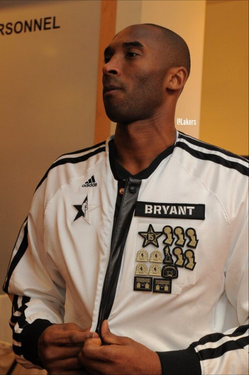@Lakers: Kobe's jacket reps 15 #NBAAllStar's, 5 titles, 4 AS MVPs, 2 scoring crowns, slam dunk title & MVP. #MambaAccolades