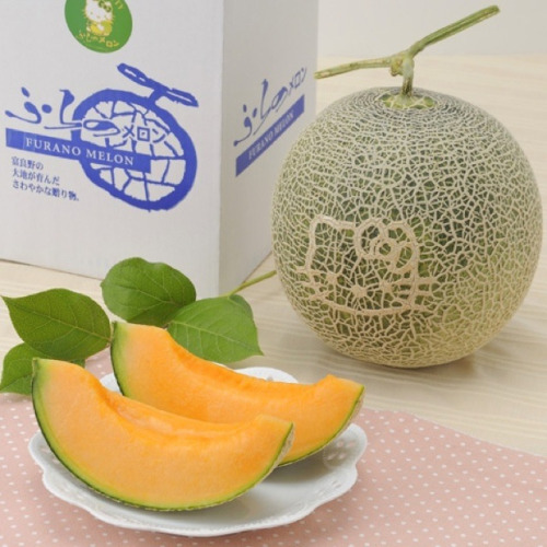 kotakucom:  Here's a Hello Kitty melon. For 49$ a pop, I'd rather just buy normal melons and put stickers on them or something.