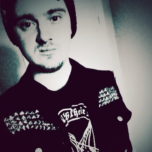 Hi I've become Tim Armstrong. #me #blackandwhite #crust