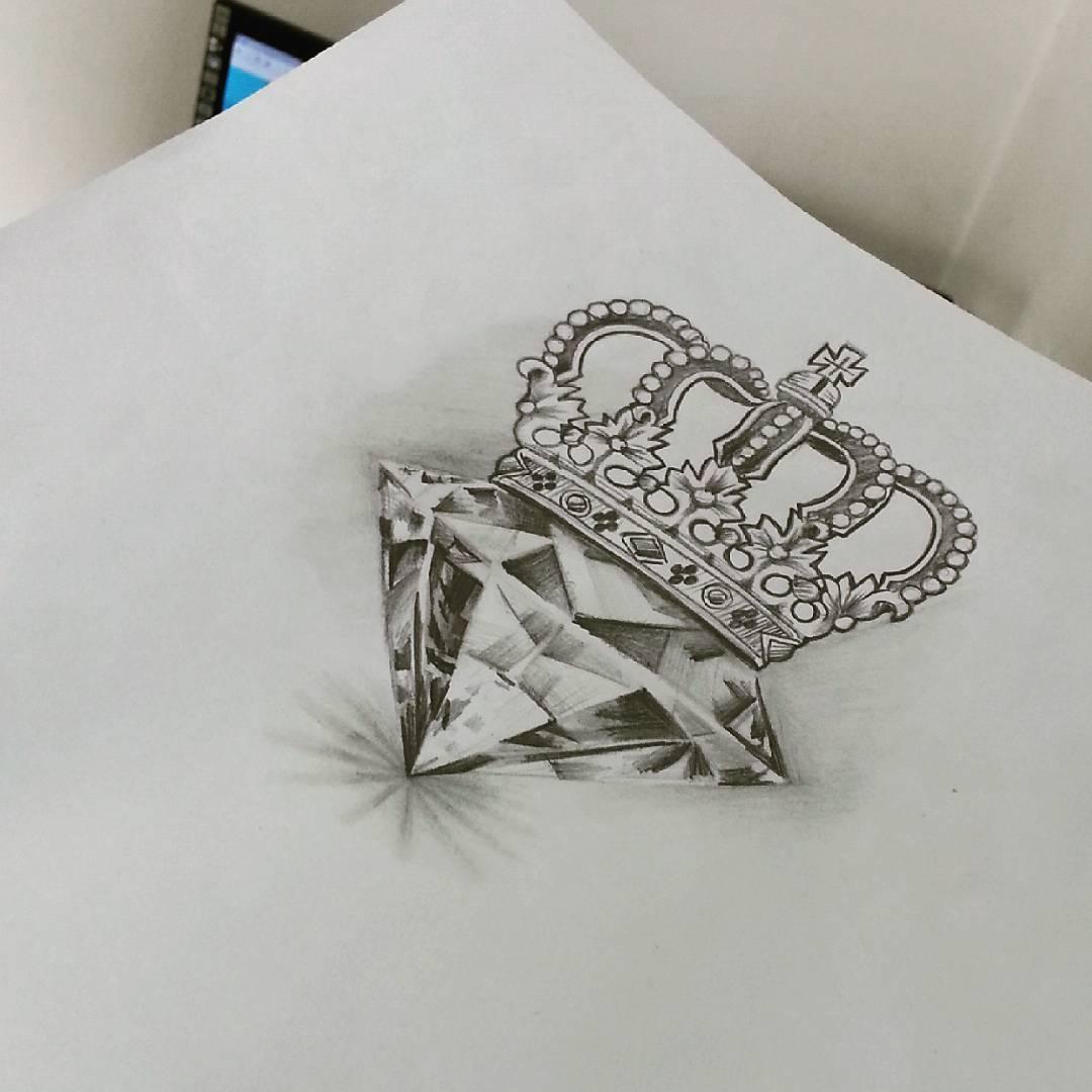Suficiente Saddam Tattoo Studio — Essa vai pra pele hoje! #diamante #coroa  IF54