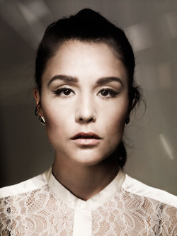 "wetheurban:   #MUSIC: WATCH JESSIE WARE PERFORM ""WILDEST MOMENTS"" WITH THE ROOTS Yesterday night, British songstress Jessie Ware made her US television debut on ""Late Night with Jimmy Fallon"" performing her super popular song ""Wildest Moments."" Accompanied by The Roots, Ware sang like an angel and (as expected) gave a touching and beautiful performance. Check it out after the jump:  Read More  Be""ware"""