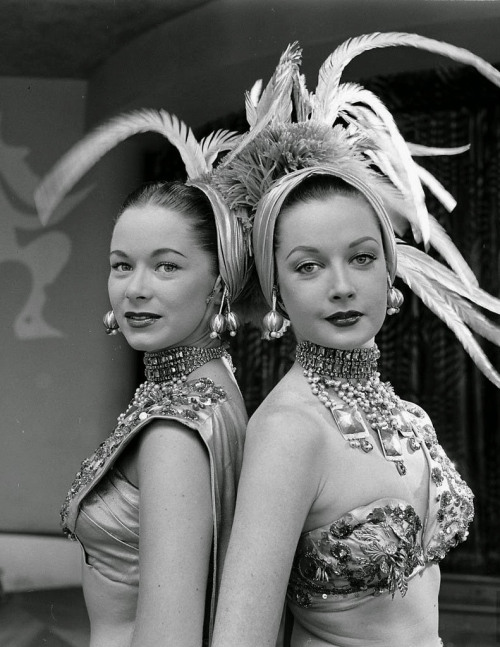 Riviera chorus girls, Las Vegas, August 1952 (by dovima_is_devine_II)
