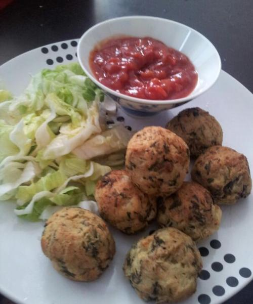 veganshibby:  Spinach and potato balls with salsa. Mash potato and cook down some spinach with garlic. Mix it all up, form into balls and bake in oven til brown. Easy :)
