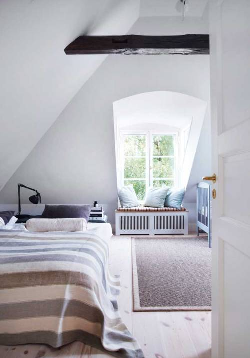 myidealhome:  perfect attic room + window nook (via decodeliziosa)