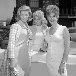 nancy kovak, donna douglas, sue ane langdon (via Pretty Pictures: gal pals)