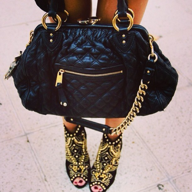Love this combo ✌ #marcjacobs #accessories #fashion #black&gold