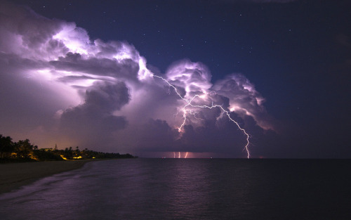 Lightning by enc544 on Flickr.
