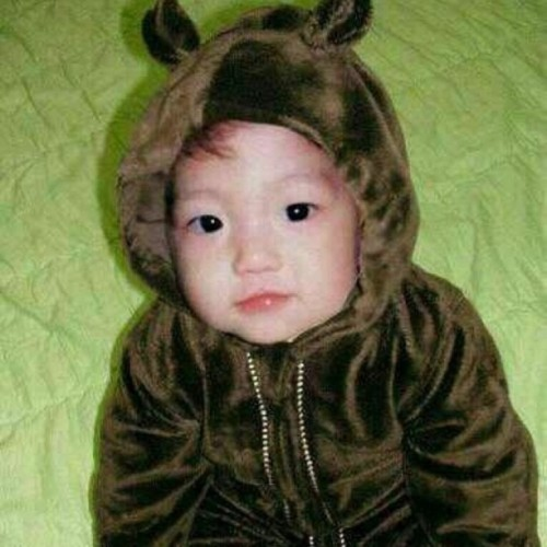 chanbaekie:  byunbunnie:  omfg. where the hell do fans even get the baby pictures.  ldksjlkdjslkjjks   I DIE.  SOBS