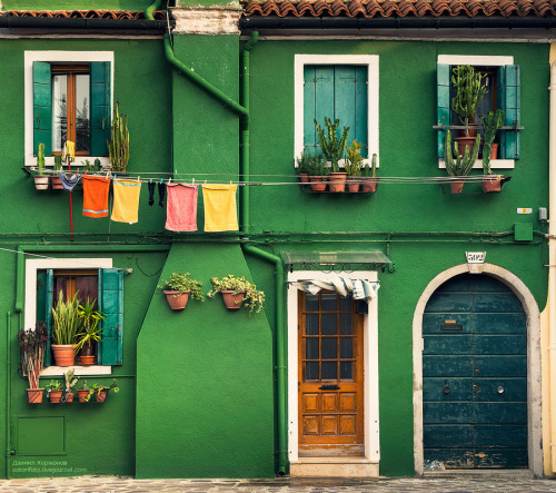 vacilandoelmundo:  Burano, Venice, Italy  still in a good enough spring mood to love these fresh colors.