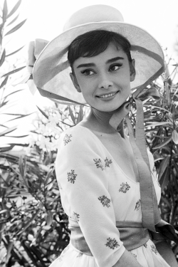 vintagegal:  Audrey Hepburn in War and Peace (1956)