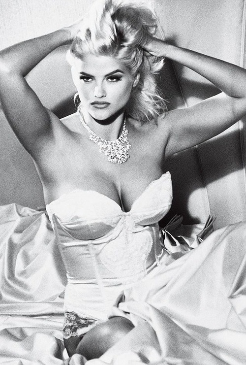 fixatedonfashion:  I have a unhealthy obsession with Anna Nicole Smith  There hasn't been nearly enough Anna Nicole Smith and her perfect, perfect face on my Tumblr, lately. Fixed.