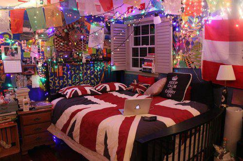 quieres-perderte-conmigo:  AWESOME BEDROOMS! on We Heart It - http://weheartit.com/entry/50145752/via/belen1313