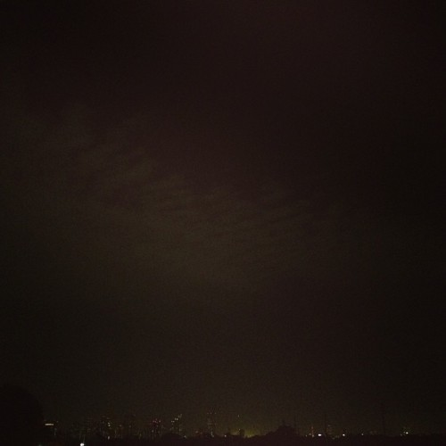 夜雲 #night #sky #clouds #buildings #tokyo #japan