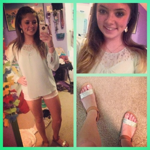 #whitegirlwednesday and my #ootd I have sparkles all of my from my shirt ✨ #self  (at Home Sweet Home)