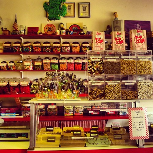 Fudge N Stuff. All wonderful stuff. #candy #candystore #sweetshop #montauk #theplaza #travel #smalltown