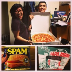 3 things that make me happy: spam, pizza and an all-nighter with @filipaolo @georgedoesmusik and @justingogo94. #XLpizza #almostdidntgetthepizza #lastorder #wegotwingstoo #theFinBUFSAisforfood #spontaneousnight #sogood #greatbeginningofspringbreak #spam #omgsohappy 😊🍕