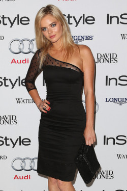 2013 INSTYLE WOMEN OF STYLE AWARDS - SAMARA WEAVING At 'I Am Starstruck' we live by the motto that one's most STYLISH accessory is confidence! That was definitely the case at the 2013 InStyle Women Of Style Awards held on last night in Sydney. Confidence, and yes alright, perhaps a couple of designer frocks and shoes on the red carpet, made for a fantastic star studded night of style. The Fashion Award went to designer Carla Zampatti whilst Nicole Kidman was awarded the Hall of Fame. Local stars that strutted the red carpet included Samara Weaving, Kate Ritchie, Charlotte Dawson and Samantha Harris. Check out the hot shots of Australia's most stylish women straight from the red carpet HERE and let us know who YOU think is the most stylish woman! Image Source: Zimbio
