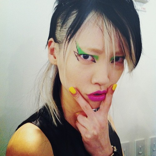 koreanmodel:  Soo Joo at Jeremy Scott FW 2013 backstage NYFW