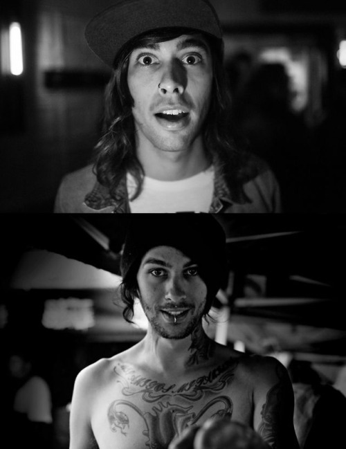 fuentitties:  barakitten-sheepcat-squidgy:  aw the Fuentes brothers  you guys are so cute and perfect ily  theiR CURLS