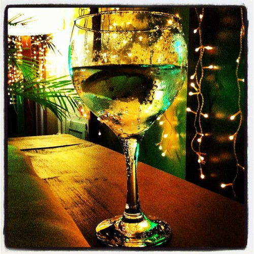 Gin tonic, xmas lights, friends, smart talks… vacation. (at Kopa Las Palmas)
