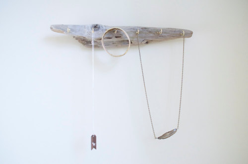 Driftwood jewelry display from TheBunnyandI.com