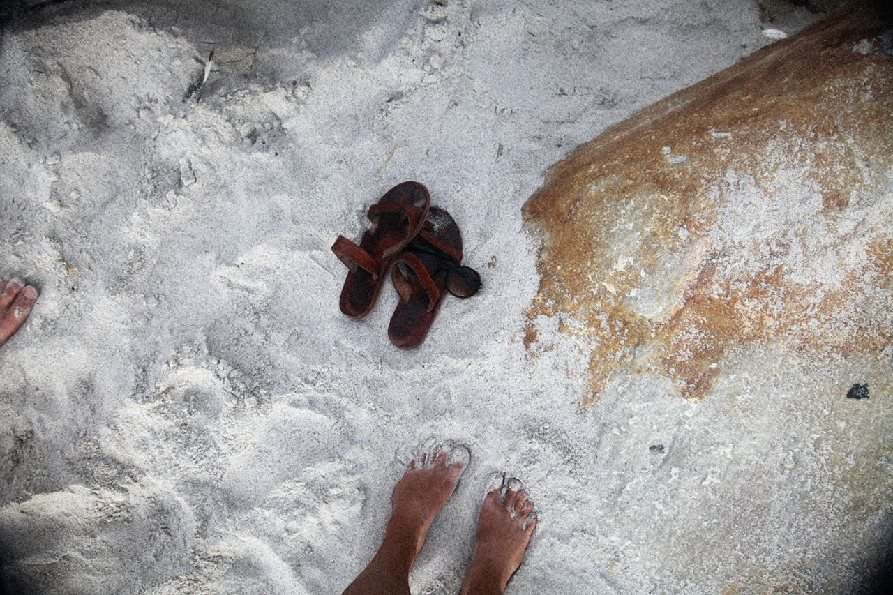 hawaiiancoconut:  Tan feet, Sandy Bay.