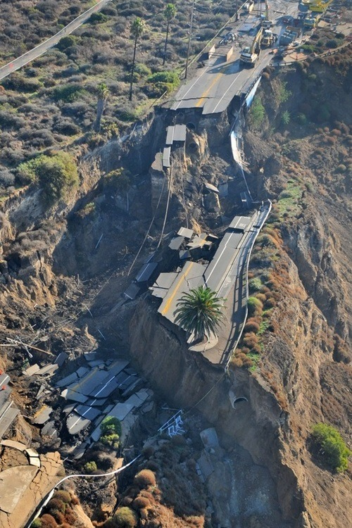 le-vicieux:  California Highway Collapse