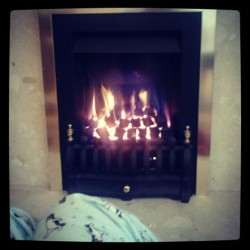 Still cold… #fireplace#cold#warm #bored#chilling#instadaily