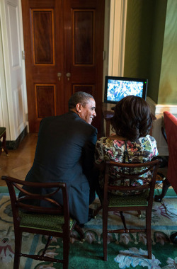 whitehouse:  Sharing a moment in the Green Room before a veterans hiring event at the White House.