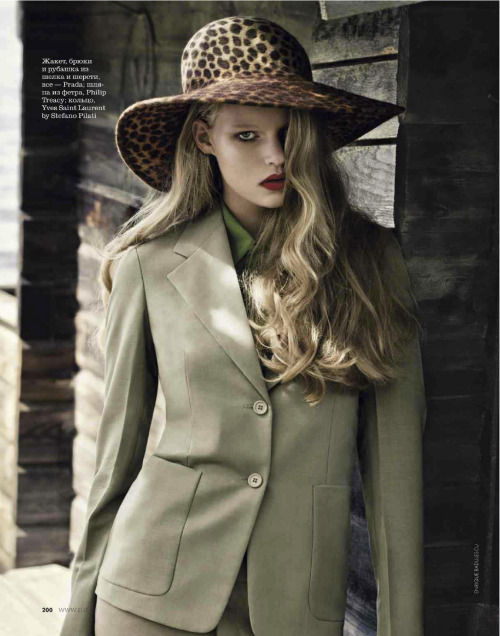 Marieke van de Braak by Enrique Badulescu for Elle Russia (February 2013).