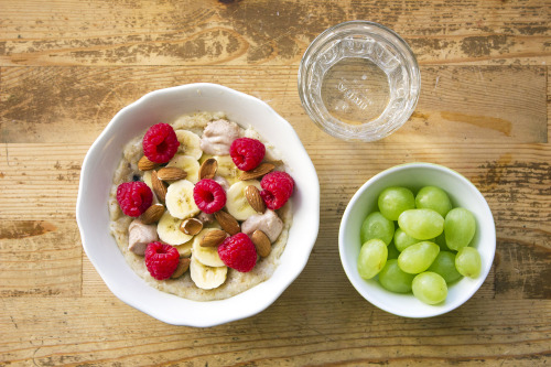 morninghealth:  Today: Grapes and oatmeal with banana, almonds, raspberries and homemade peanutbutter.