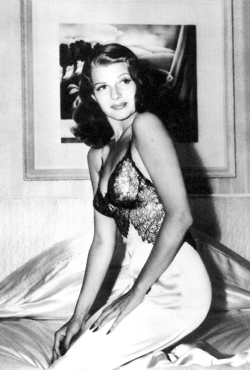 gardnerandhayworth:  Rita Hayworth's famous pin-up from WWII, photographed by Bob Landry, 1941.
