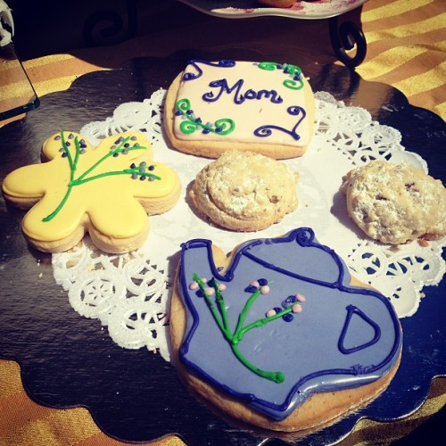 Almost all the cookies are gone! #mothersday #cookies #dessert #yum  (at Brookdale Neighborhood)