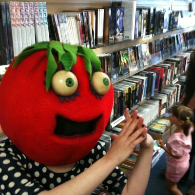 Cheri Tomato making dinner plans at Pulp Fiction Long Beach #freecomicbookday