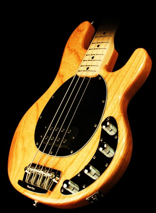 m-workshop:  kaleshionthebass:  This is the bass of my dreams  StingRay 4H. Natural. Good choice kaleshionthebass :)