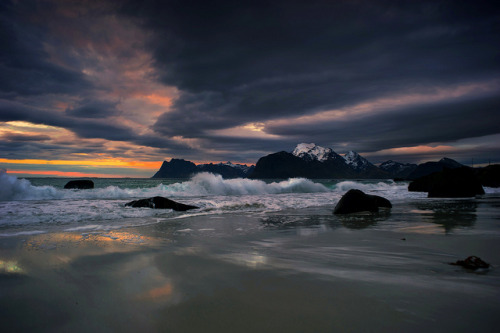 forbiddenforrest:  arctic beach by steinliland on Flickr.