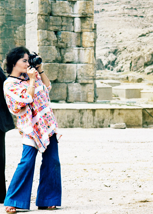 Elizabeth Taylor taking photos at Persepolis, Iran, 1976