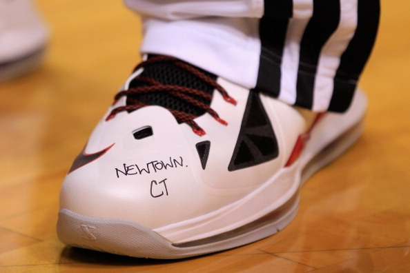 Pic: LeBron James pays tribute to Newtown, CT.