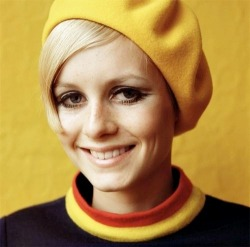 the60stwist:  Twiggy, c. 1960's