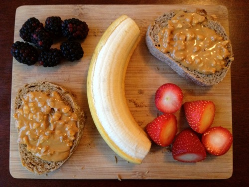 theroadtohealthyliving:  laurentelford1996:  Fresh breakfast board!  Oh yum