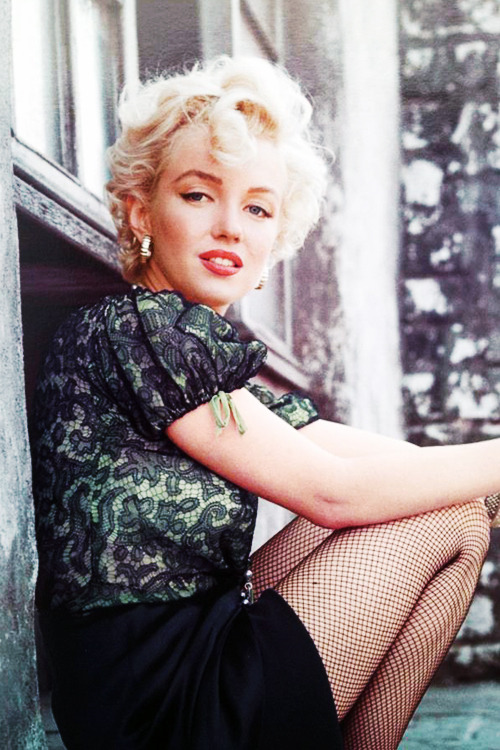 vintagegal:  Marilyn Monroe photographed by Milton Greene, 1956