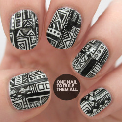 onenailtorulethemall:  Doodling on my nails! Read more on my blog