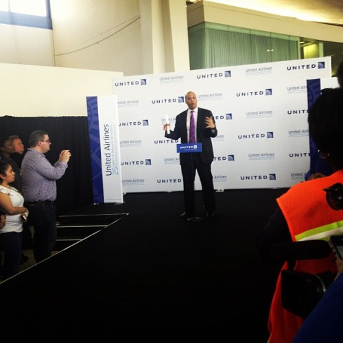 #united25newark @corybooker giving @united some love.