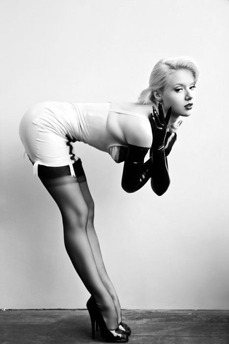 foxypinups:  check out my other blog at http://holdfuckingfast.tumblr.com
