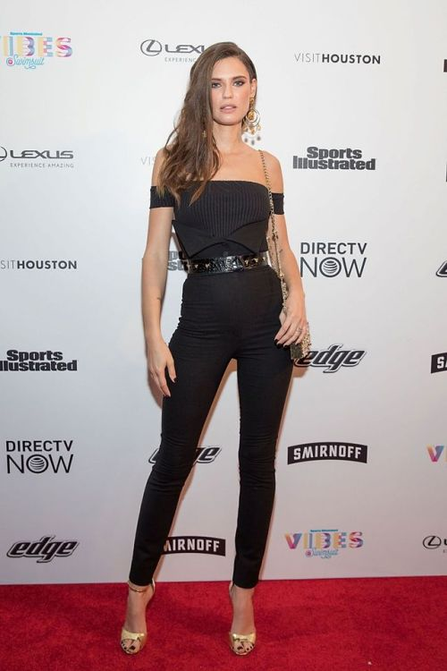Bianca Balti tight black pants