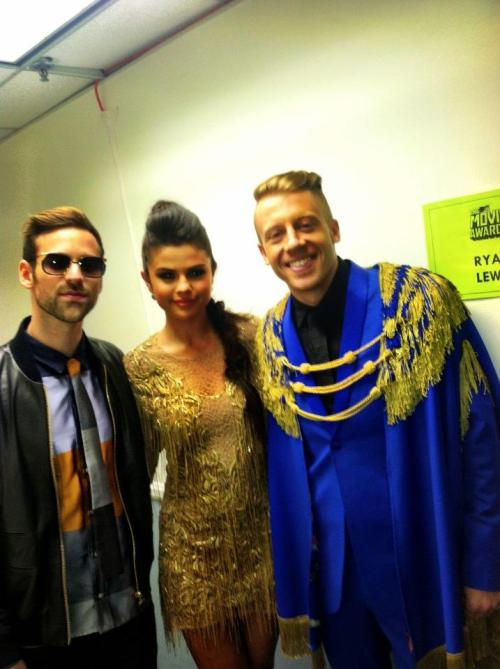 Selena Gomez: 10 minutes to show time… Me, Macklemore and Ryan Lewis