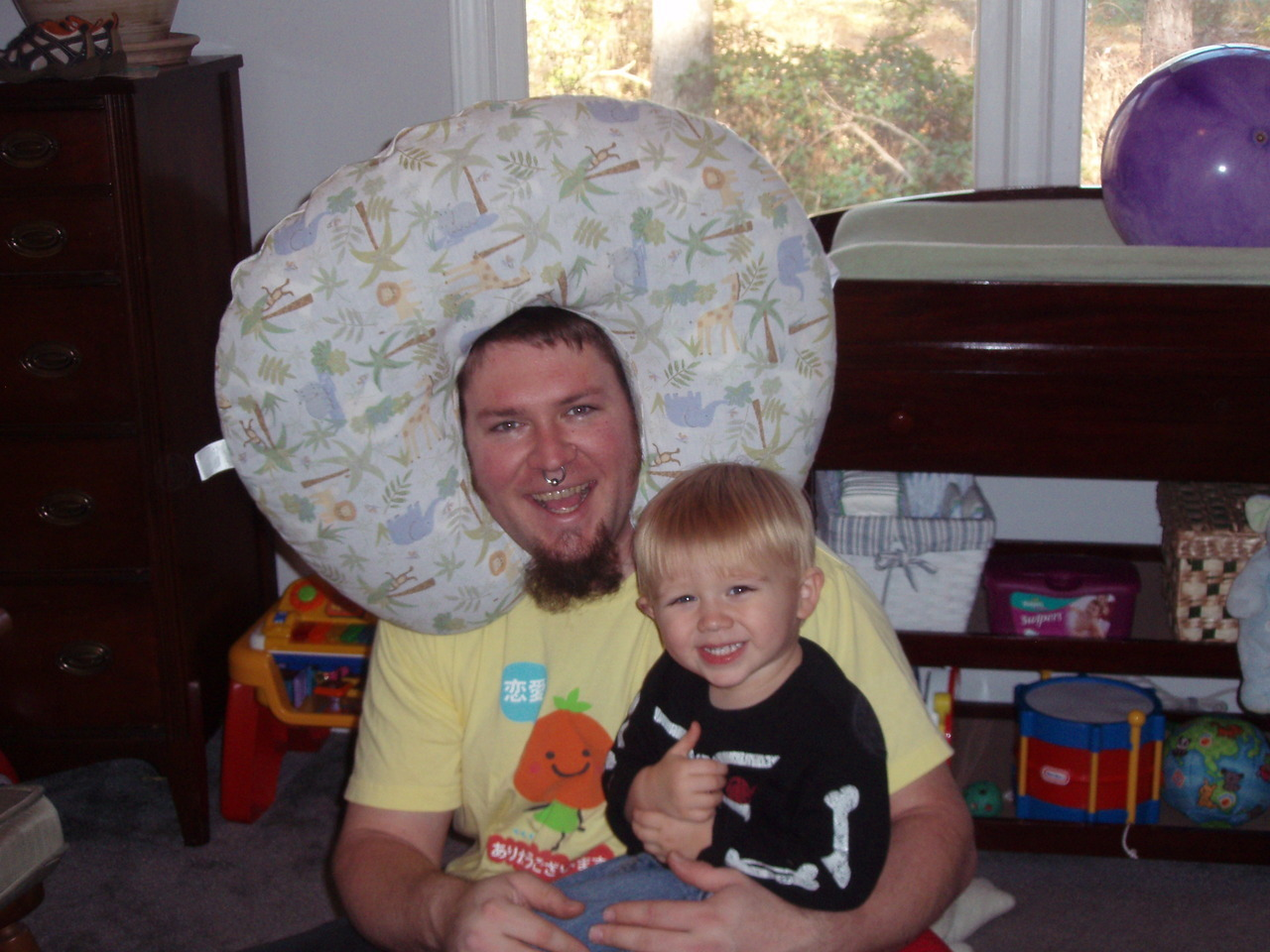 andyshead:  Weird Pillow on Head + Charlie on Lap = Thumbs Up!  Hi-larious.